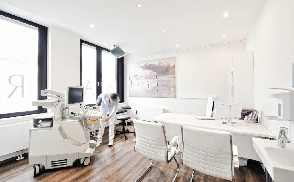 Behandlungszimmer der Kardiologie von KardioMUC in München